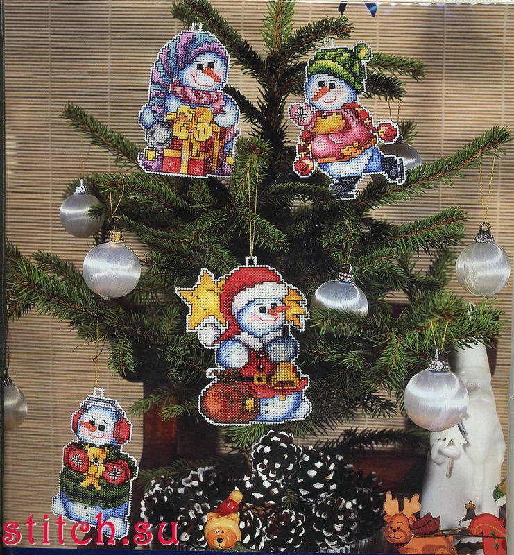 Номер.  Цены в магазинах.  Набор елочных игрушек Снеговики, 4 шт. по 8х11, пластиковая канва, счетный крест.