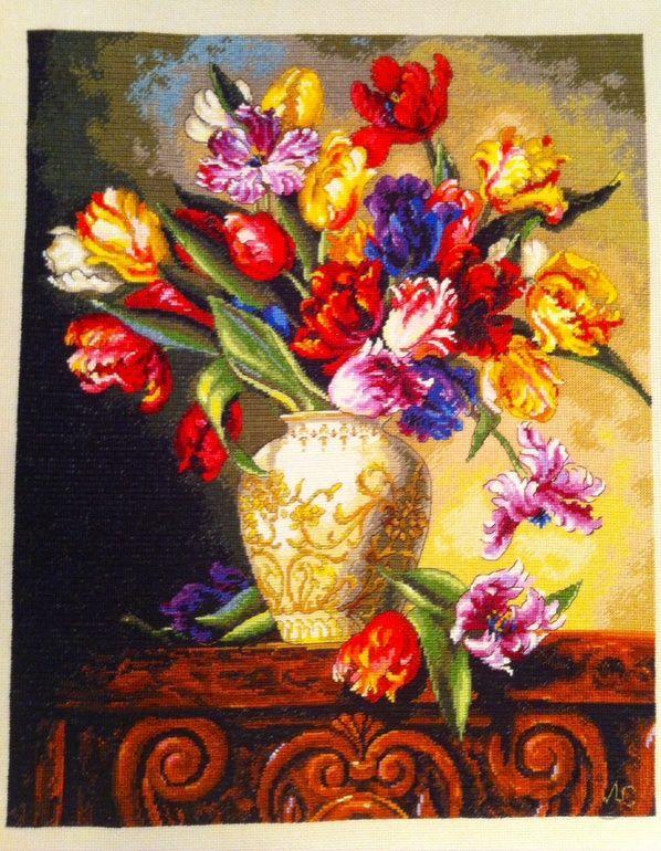 Ваза с тюльпанами вышивка 15