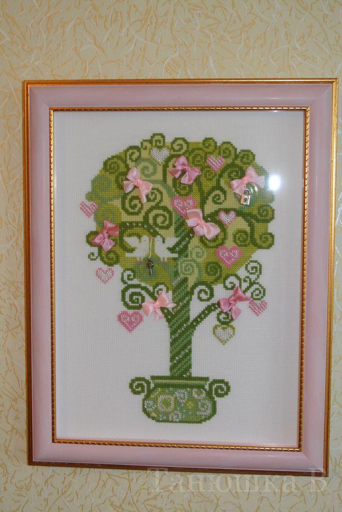 """Танюшка В. Комментарий:  """"Дерево счастья """" от Риолис.  Вышивала недели две.  Шьется очень легко, ниток осталось еще на..."""