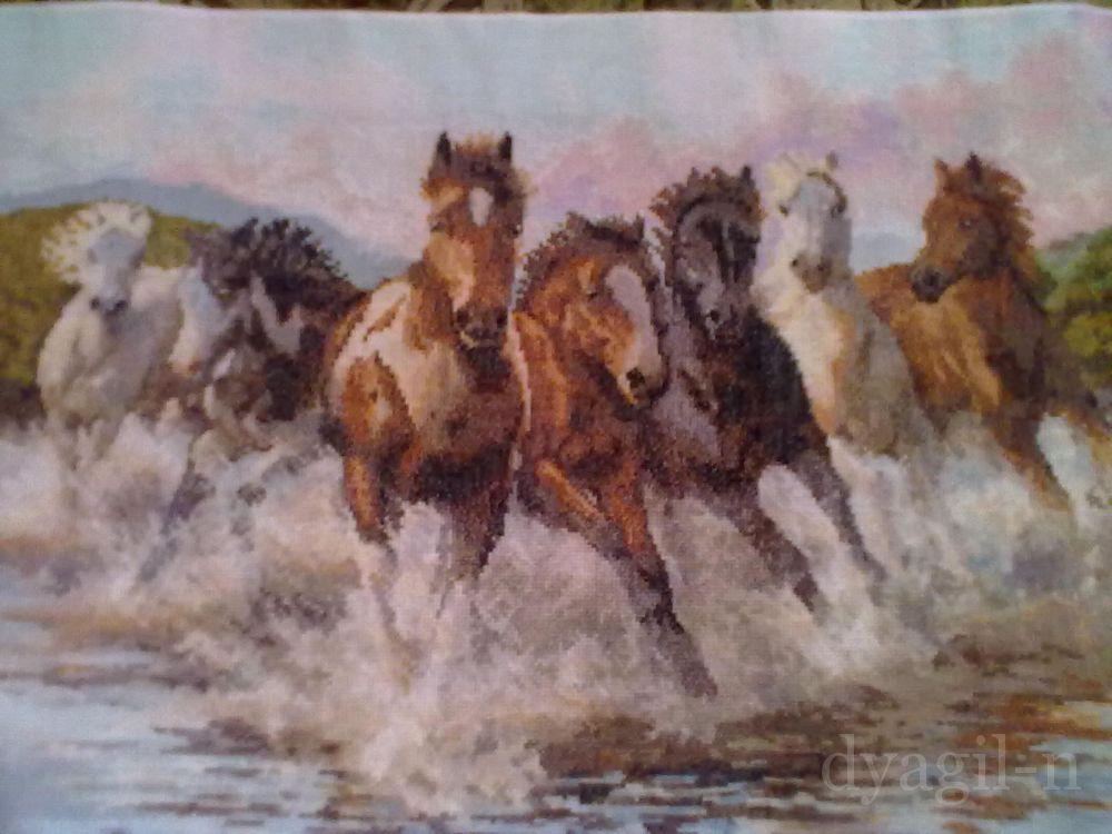 Вышивка бегущие от грозы лошади 14