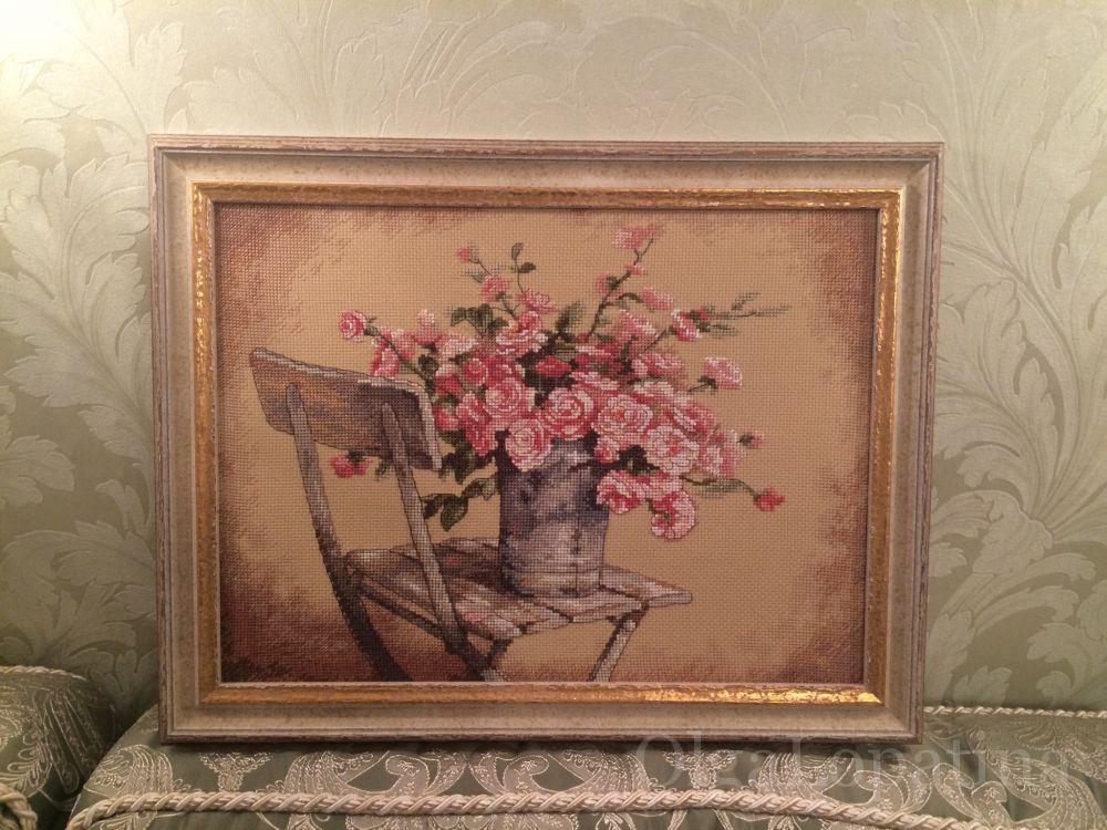 Букет розы на стуле дименшенс, тюльпанов